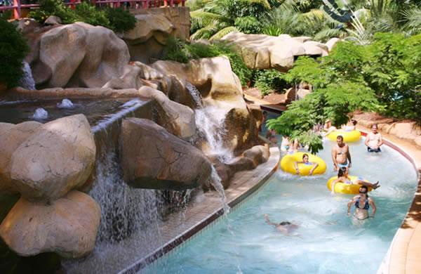 Cliquenas miniaturas para ampli las for Olimpia piscina de onda